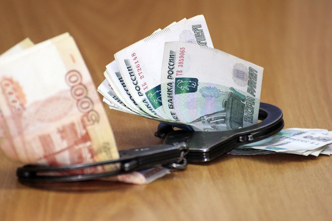 Крымский госавтоинспектор набрал взяток на 300 тыс. рублей