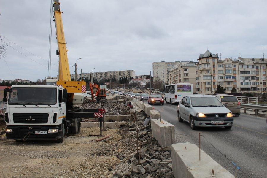 Сегодня на мосту через суходол изменится схема движения транспорта