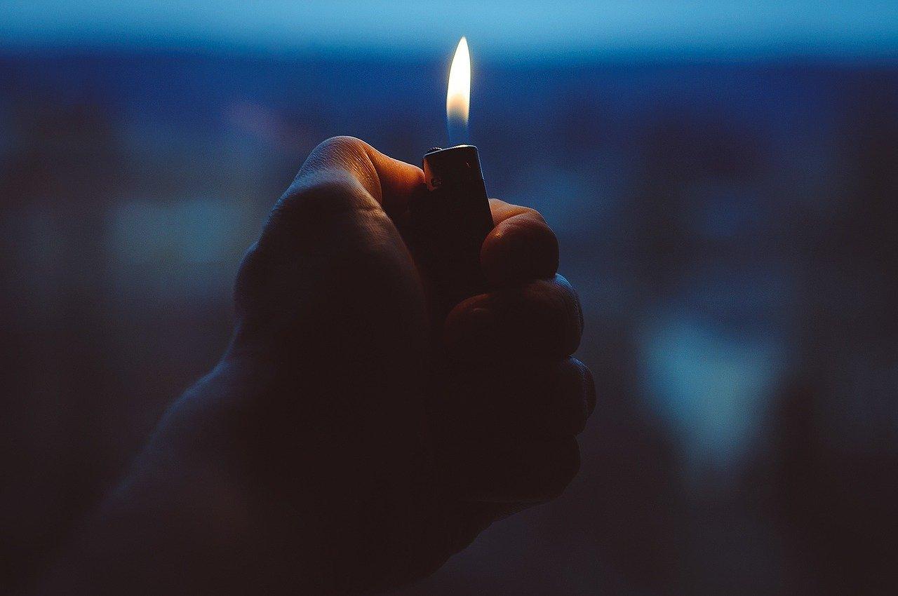 В России хотят запретить продавать детям зажигалки