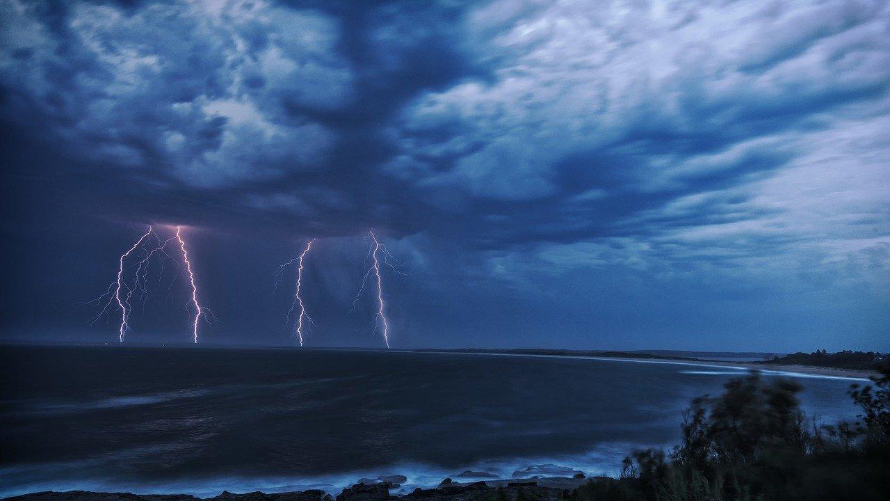 В ближайшие часы на Крым обрушится непогода