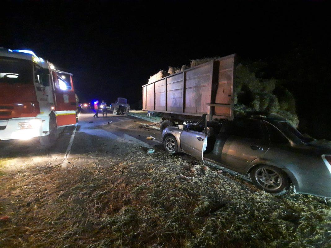Водитель Lada Granta попал в больницу после столкновения с трактором в Крыму