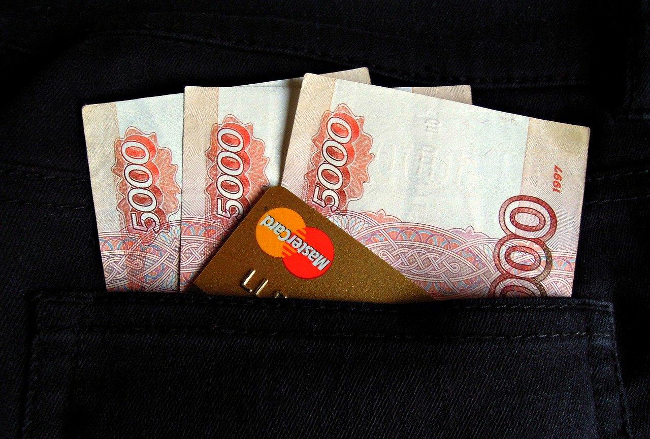 Россияне рассказали, хватает ли им их зарплат