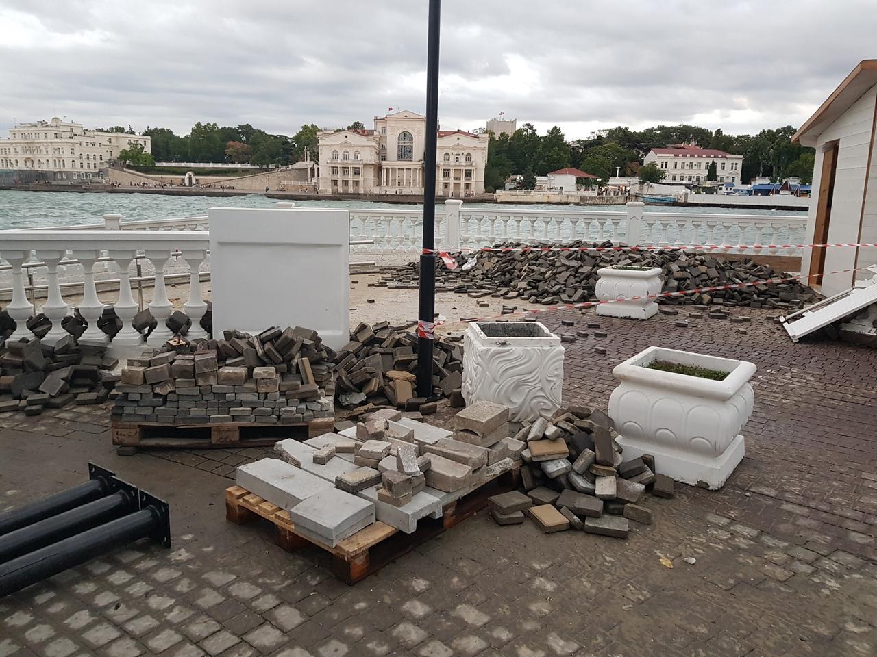 Тротуарную плитку на пляже Хрустальный в Севастополе заменят на гранит