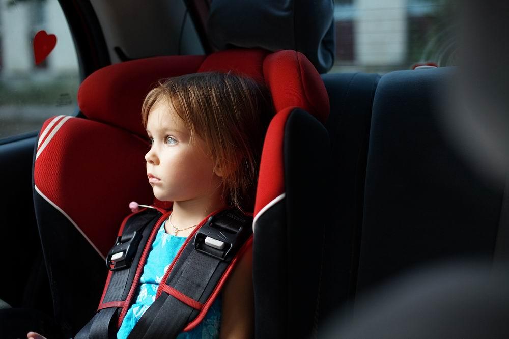 Врач рассказала, почему ребенка нельзя оставлять одного в машине