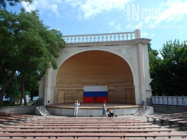 Перед эстрадой «Ракушка» в Севастополе появятся новые скамейки