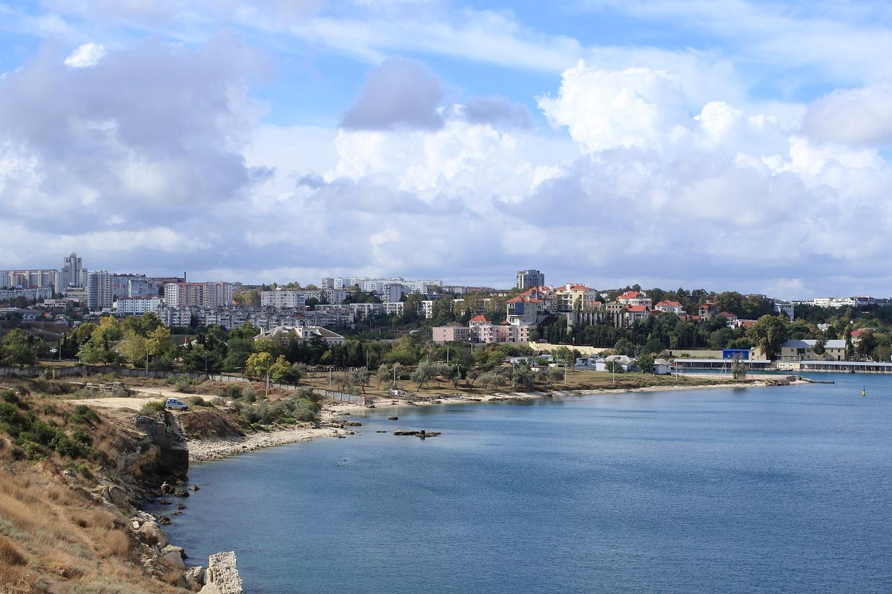 Севастопольскую бухту назвали одной из самых грязных в Крыму