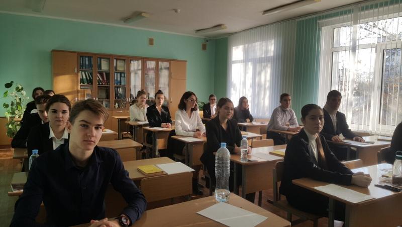 Угроза коронавируса привела к духоте в классах во время ЕГЭ в Севастополе