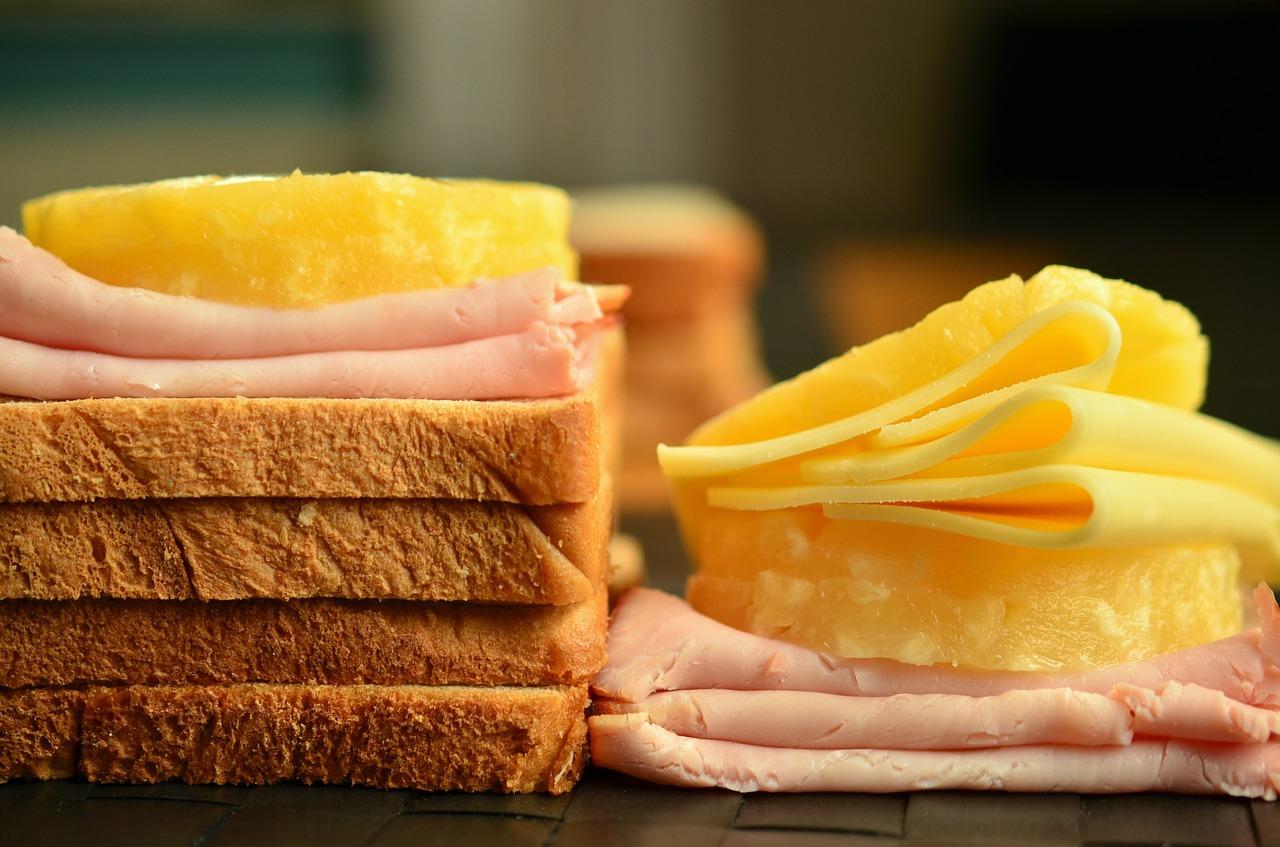 Эксперты Роскачества рассказали об опасности нарезанного хлеба