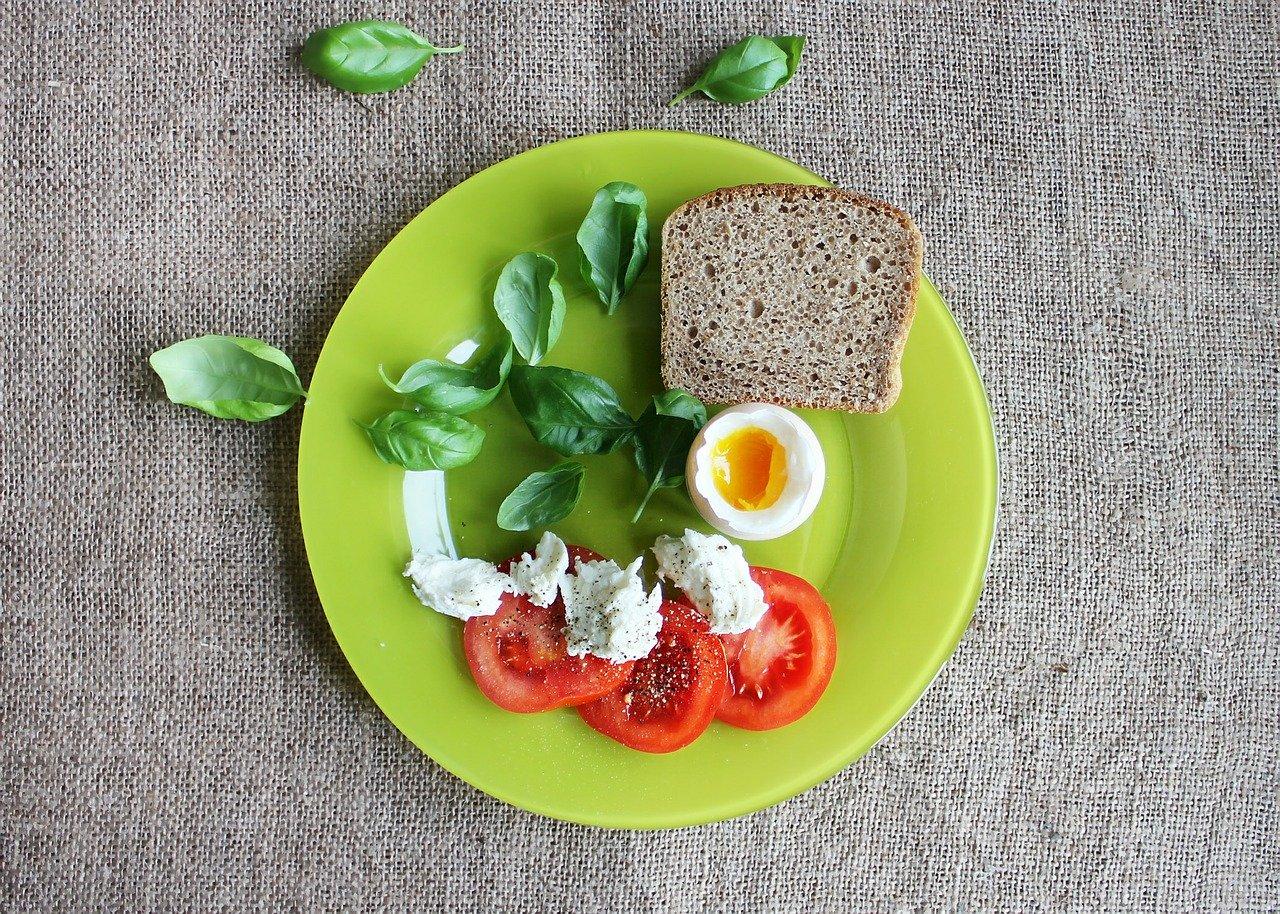 Врач-диетолог рассказала, чем лучше питаться во время жары