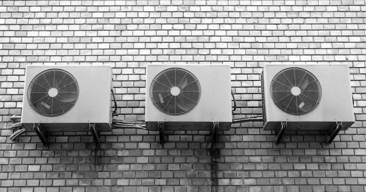 Россиянам раскрыли секреты комфортного сна в жару без кондиционера