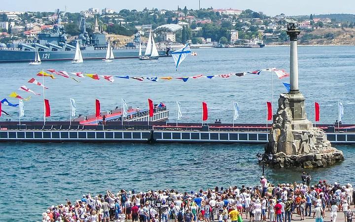 В Севастополе начинается парад ко Дню ВМФ