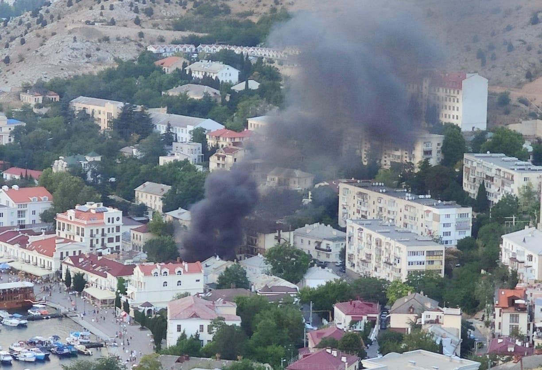 В центре Балаклавы горела мусорка (видео)