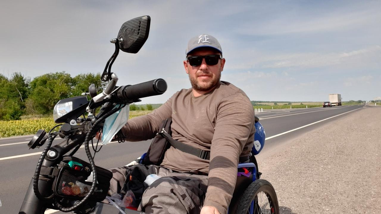 Житель Урала отправился на инвалидном кресле в Крым