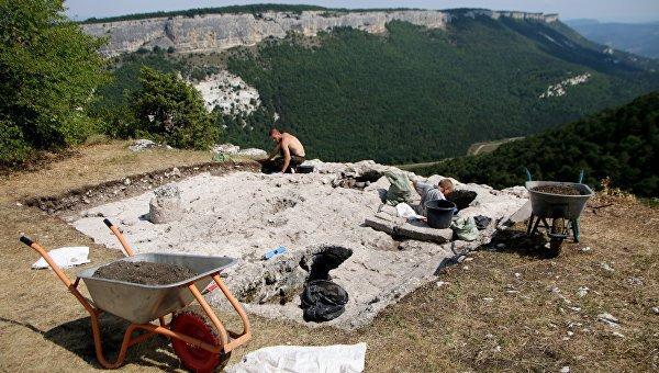 Археологи обнаружили в Крыму редкий византийский медальон