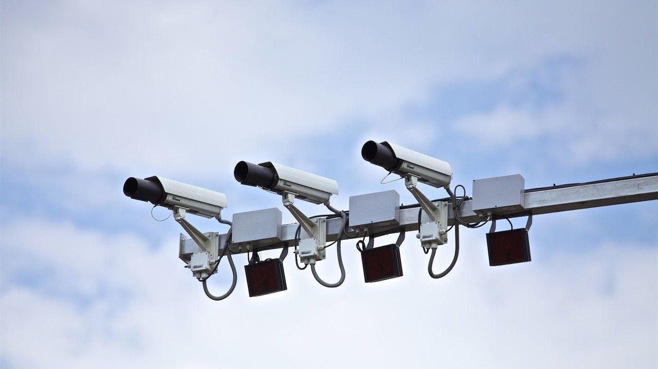Над пешеходным переходом на Омеге в Севастополе установили новые камеры