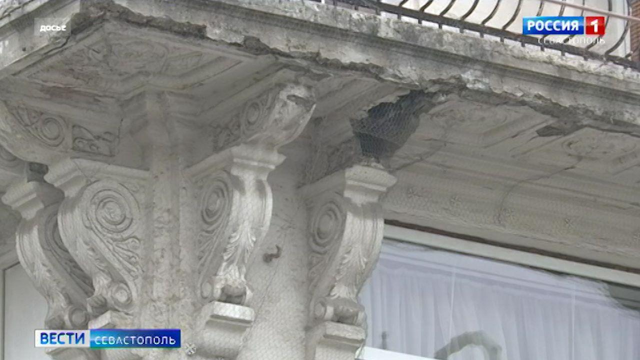 В жилом доме на Большой Морской рухнул балкон