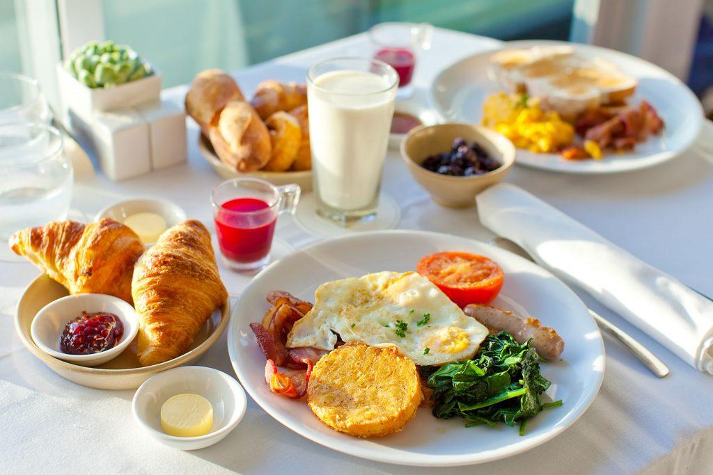 Диетолог раскрыла секреты самого полезного завтрака