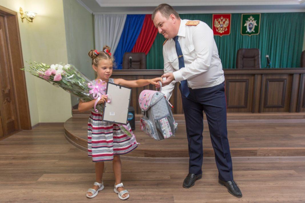 В Крыму наградили 7-летнюю девочку, спасшую тонущего ребенка