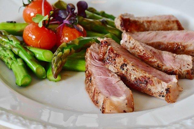 Диетолог назвала продукты, которые нельзя есть на ужин