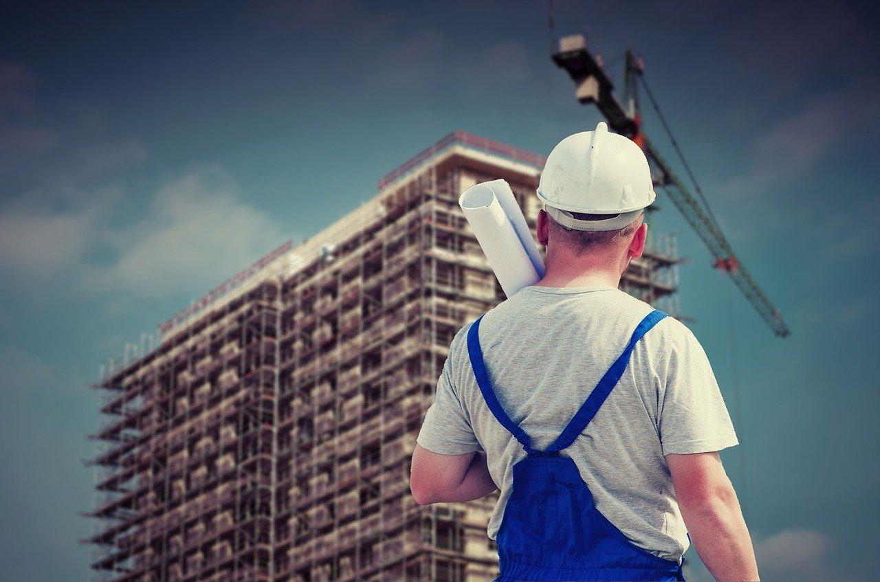Павел Лебедев поздравил строителей с профессиональным праздником