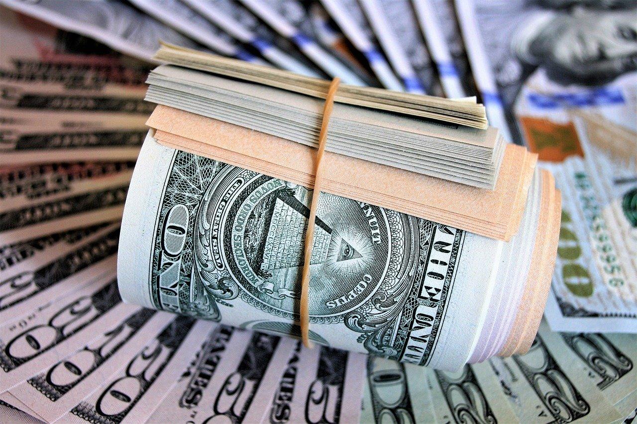 В Симферополе няня украла 12 тысяч долларов у работодателя