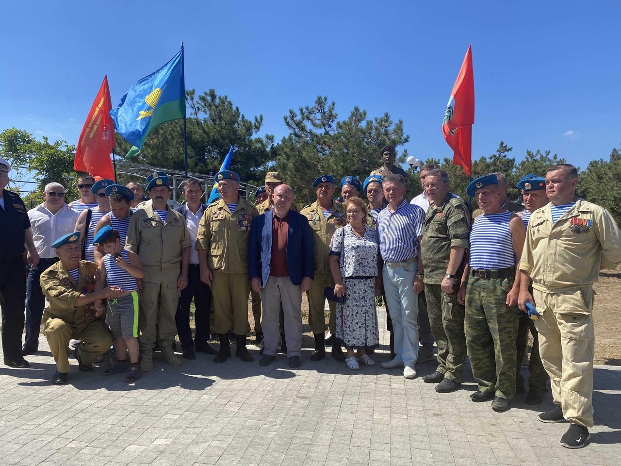 В Севастополе установили памятник герою-десантнику Андрею Арансону