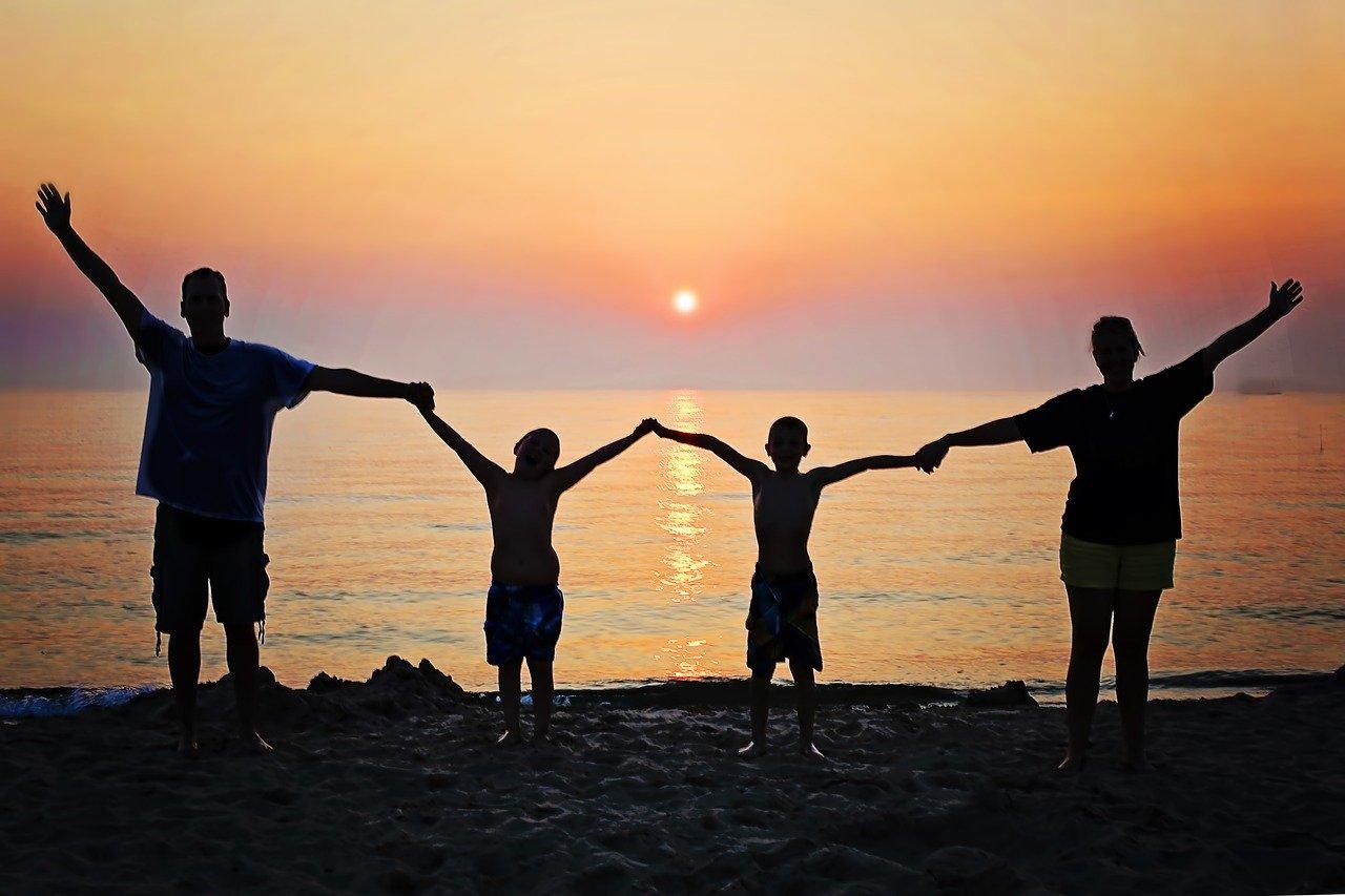Получение пособий на детей малообеспеченным семьям упростят