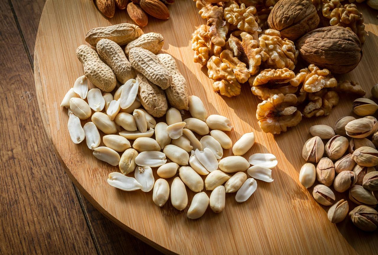 Назван способ правильно есть орехи