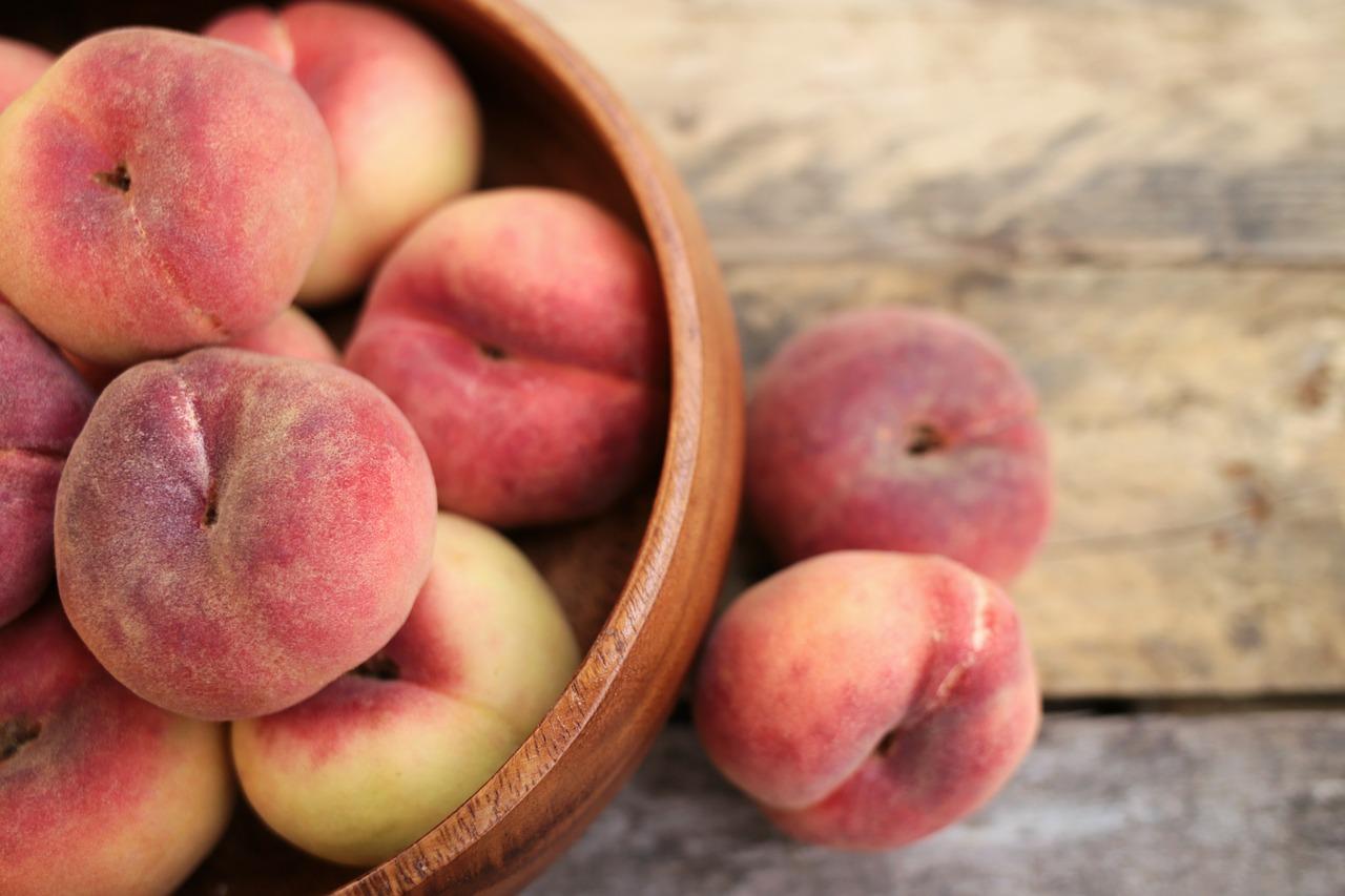 Врач предупредила об опасности поедания большого количества персиков