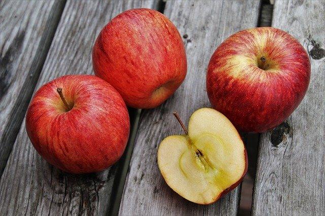 В Роспотребнадзоре объяснили, как распознать плохие яблоки