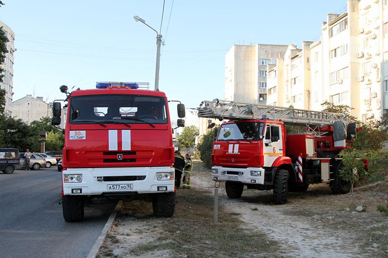 Севастопольские спасатели ликвидировали пожар на улице Тараса Шевченко