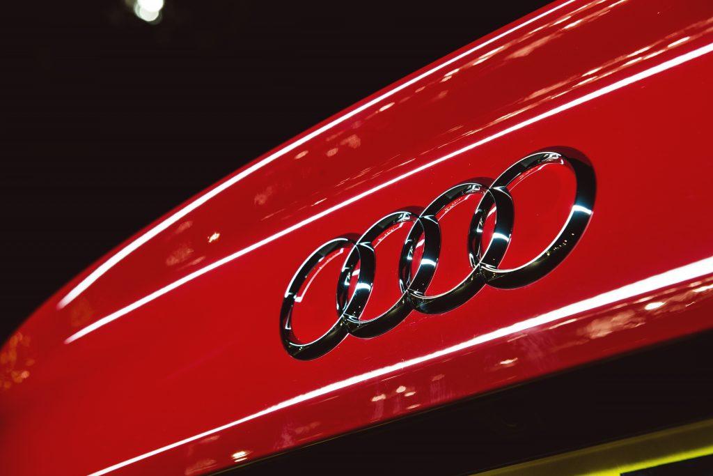 Севастополец отдал знакомому автослесарю на ремонт Audi A8 и остался без машины