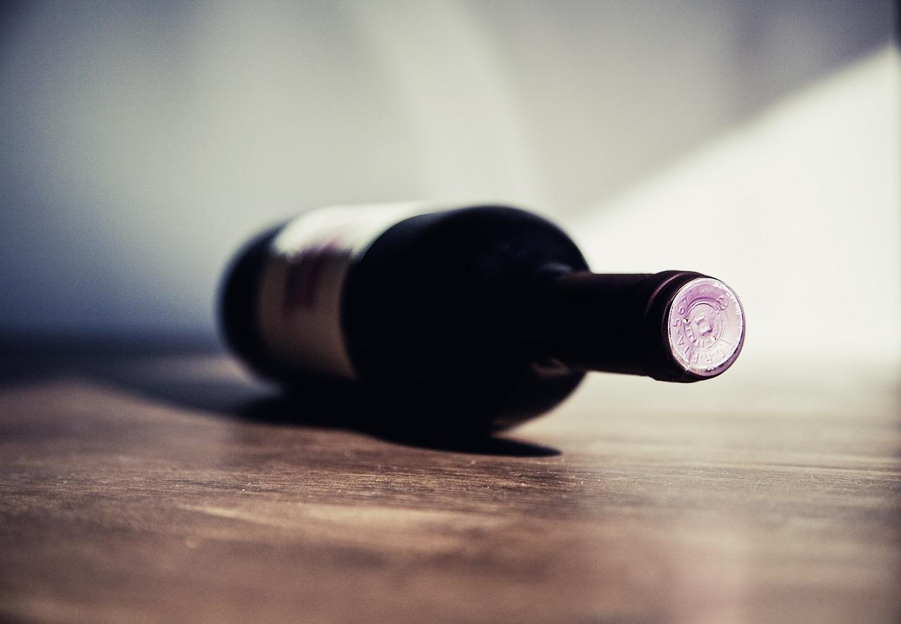 В Севастополе мужчина выпил алкоголь в супермаркете и не заплатил