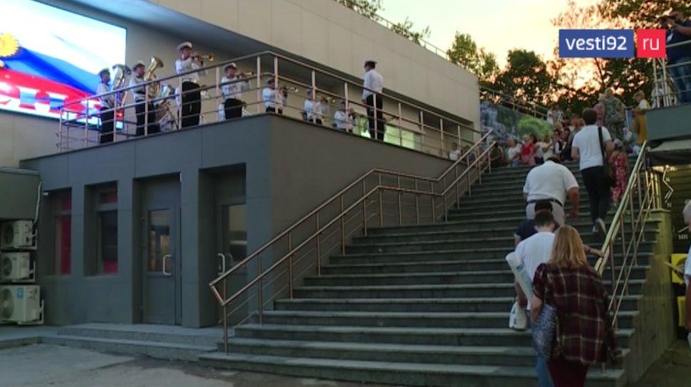 Лестницу у кинотеатра «Россия» в Севастополе капитально отремонтируют