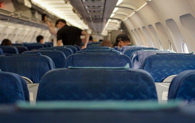 Пассажир рейса «Симферополь-Екатеринбург» во время полета угрожал «всех зарезать»