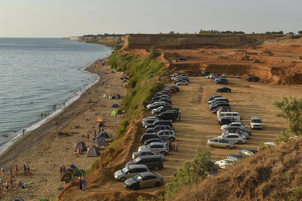 В Севастополе в районе «диких» пляжей образованы незаконные автостоянки