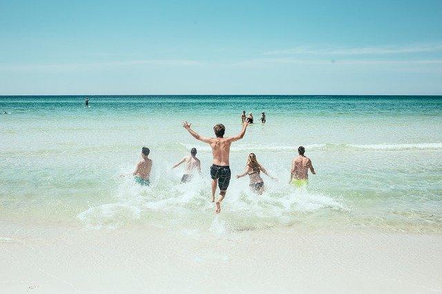 Роспотребнадзор запретил купаться на крымских пляжах