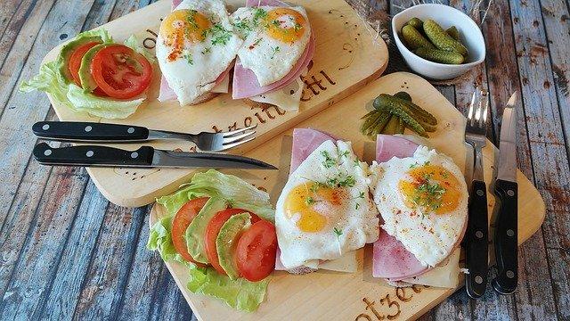 Фитнес-тренер назвал идеальный завтрак для желающих похудеть