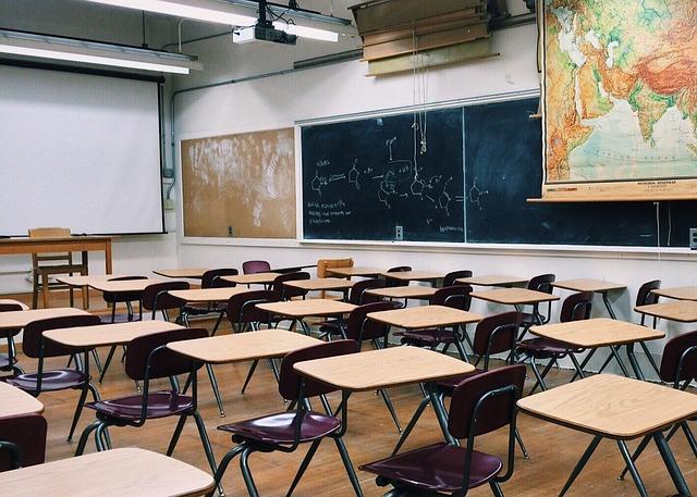В Минпросвещения рассказали, обяжут ли школьников сдавать тест на COVID
