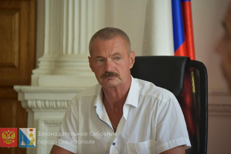 На округе депутата Горелова вместо детсада и гаражного кооператива появятся коттеджи