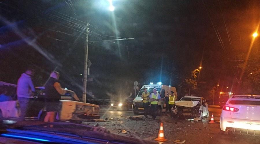 В тройном ДТП в центре Симферополя пострадал водитель