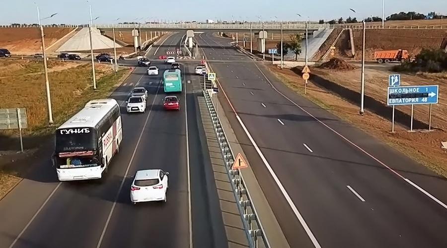На участке Евпаторийского шоссе открыли четырехполосное движение