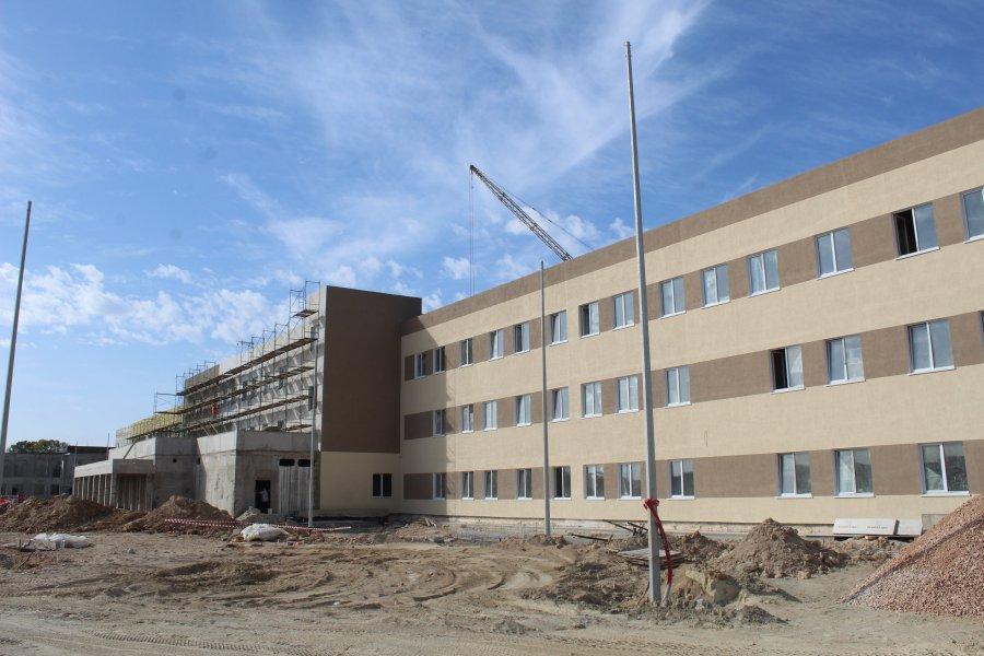 В бухте Казачья продолжается строительство школы