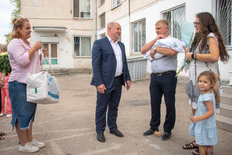 В Сети показали состав набора для новорожденных в Севастополе