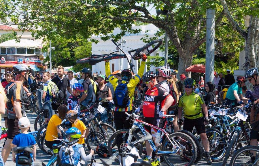 Под Севастополем ограничат движение транспорта во время велогонки