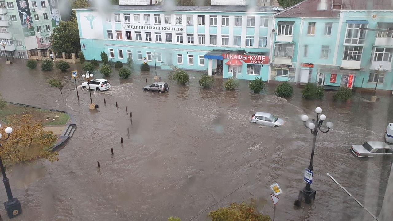 Севастополь и Крым затопило после сильного ливня