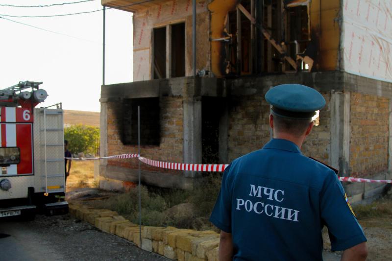 В Севастополе на пожаре погиб человек