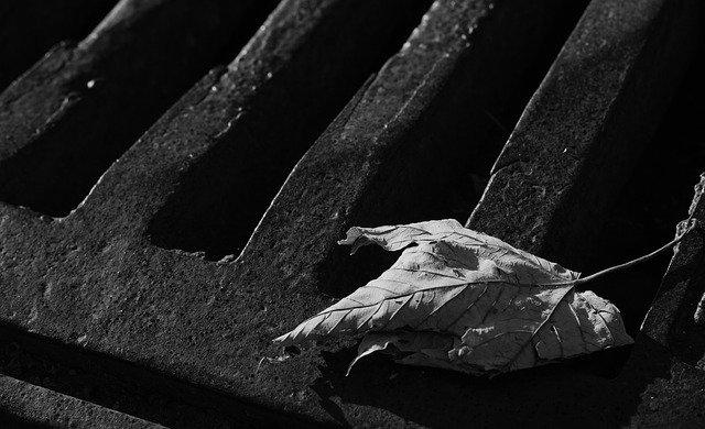 В Крыму подросток провалился в канализационный коллектор