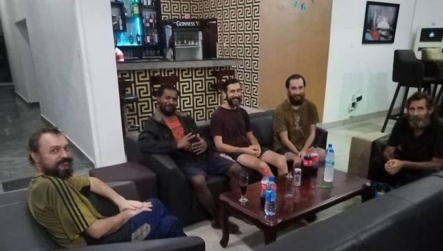 Освобожденные из плена пиратов крымские моряки возвращаются домой
