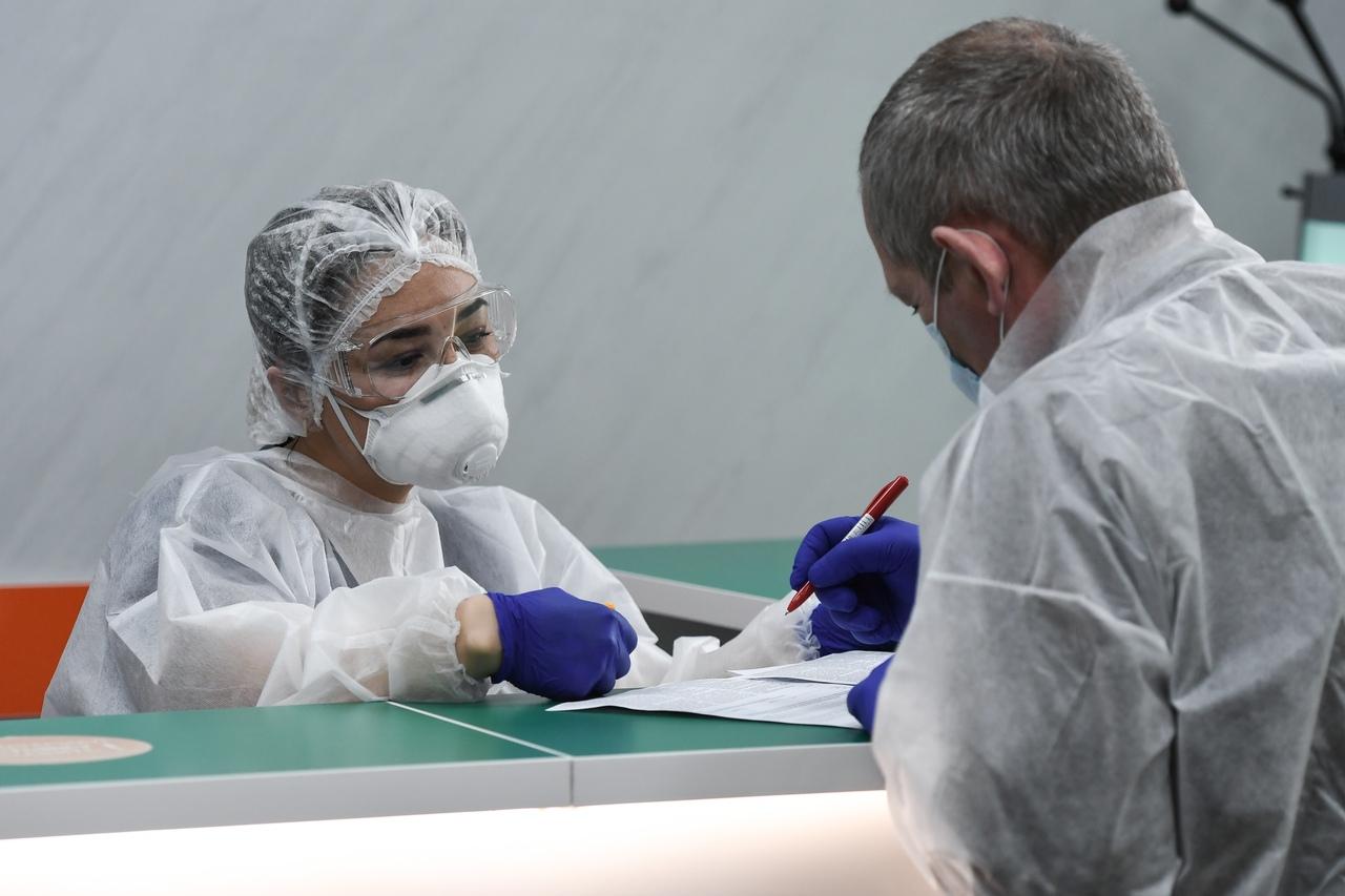 Роспотребнадзор ужесточил меры по борьбе с COVID-19 в России